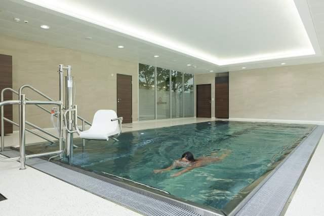 piscine couverte location saisonniere