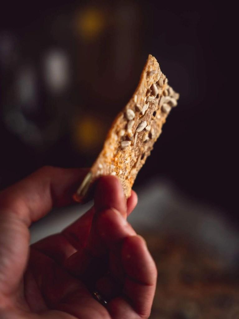 crackers maison au levain, au fromage et aux graines