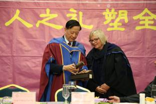 Guest Speaker Prof. Eleanor Gates-Stuart receiving a gift from President Ng - for being Guest Speaker - High Table Dinner, Division of Culture and Creativity (DCC) BNU-HKBU United International College