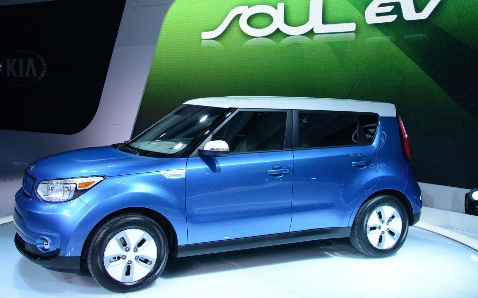 2018 Kia Soul Ev Gets A Battery Upgrade To Bring The Range Over 100