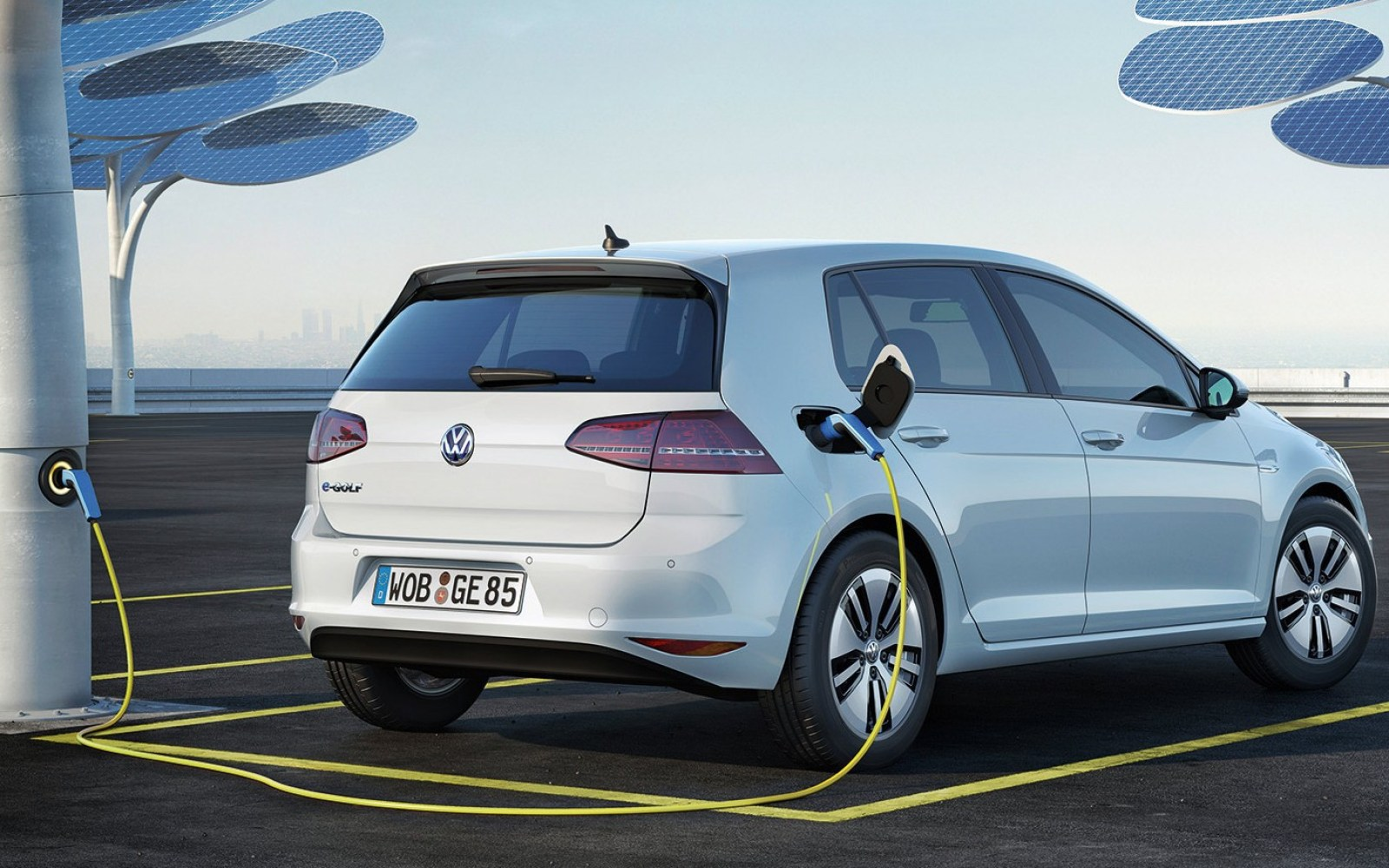 The Next Generation All Electric Vw E Golf Will Have 186 Miles Of