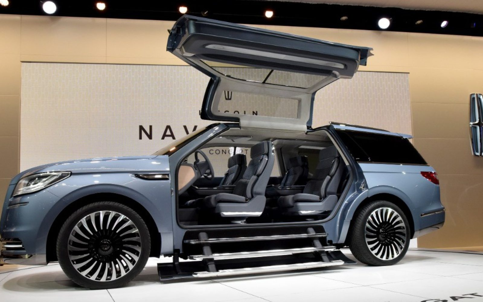 Lincoln S New Navigator Concept Does Not Have Tesla S