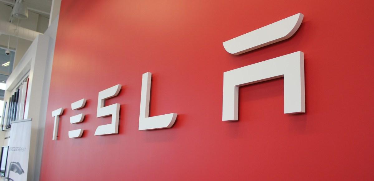 Tesla announces 5 for 1 stock split, TSLA jumps 8% - Electrek