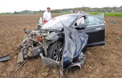 model s crash germany 4
