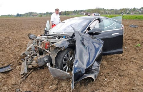 model s crash germany 4