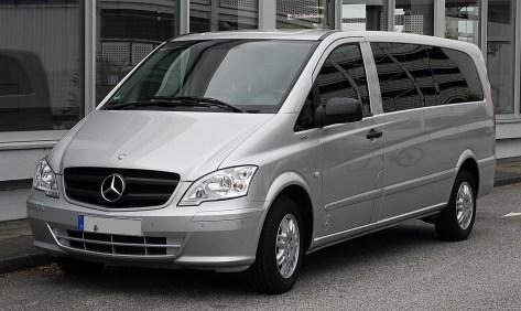 Mercedes-Benz_Vito_Kombi_Extralang_116_CDI_BlueEFFICIENCY_(V_639)_–_Frontansicht,_3._Juli_2011,_Essen
