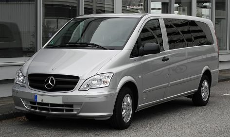 Mercedes-Benz_Vito_Kombi_Extralang_116_CDI_BlueEFFICIENCY_(V_639)_–_Frontansicht,_3._Juli_2011,_Essen