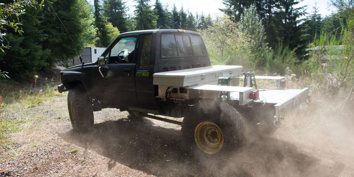Off-roading and EV enthusiast converts 1984 Toyota pickup into an ...