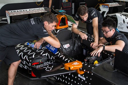 faraday-future-dragon-racing-race-car-drivers-engineer-pre-race-preparation