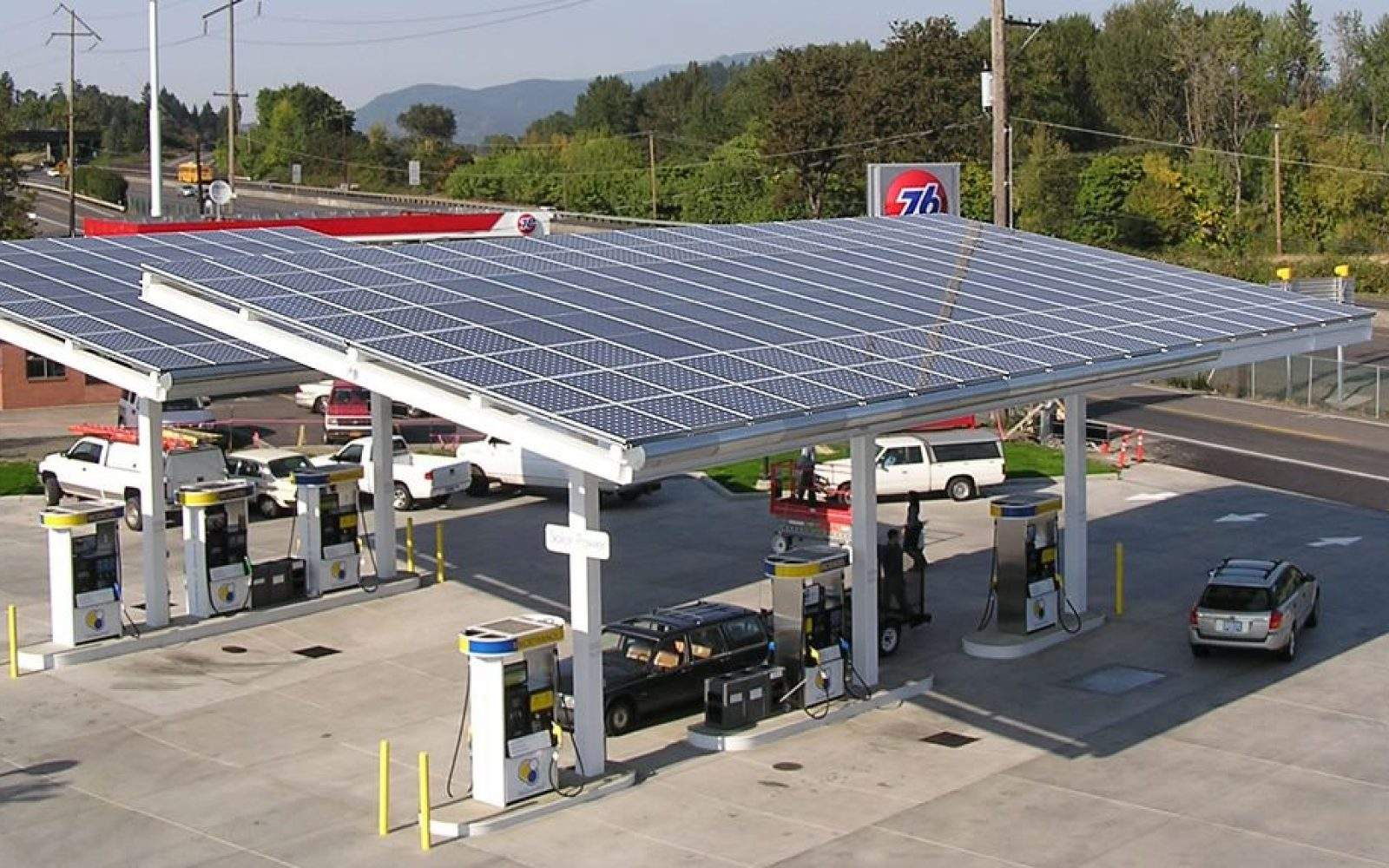 Oil company announces installation of solar panels at 5,000 gas stations, first step to convert them into EV charging stations?
