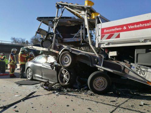 tesla-model-s-nl-crash