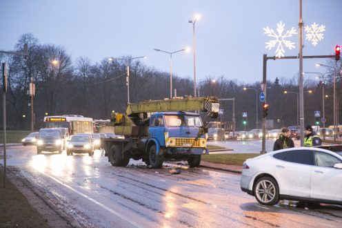tesla-model-s-accident-estonia-2