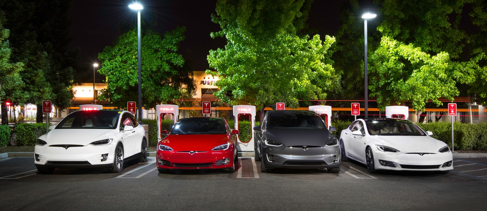 Tesla retroactively extends free unlimited Supercharging to all current vehicles