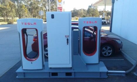 tesla-mobile-supercharger-2