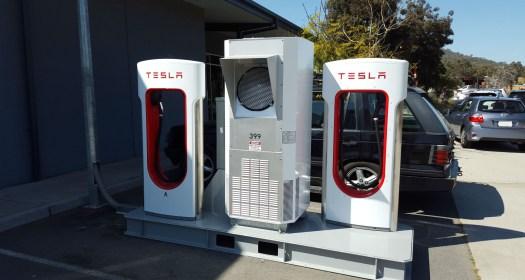 tesla-mobile-supercharger-3