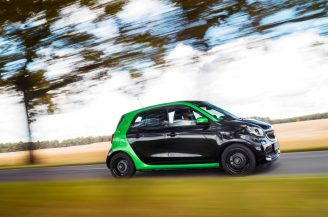 smart forfour electric drive; Exterieur: schwarz; Interieur: schwarz ;Elektrischer Energieverbrauch gewichtet: 13,1 kWh/100km ; CO2-Emissionen kombiniert: 0 g/km smart forfour electric drive; exterior: black; interior: black; Electric power consumption, weighted: 13.1 kWh/100km; CO2 emissions combined: 0 g/km