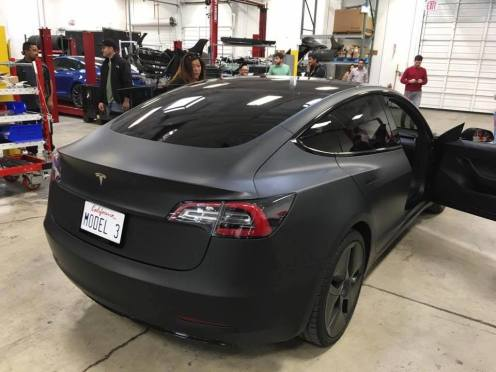 tesla-model-3-spotted-at-service-center_100557390_l