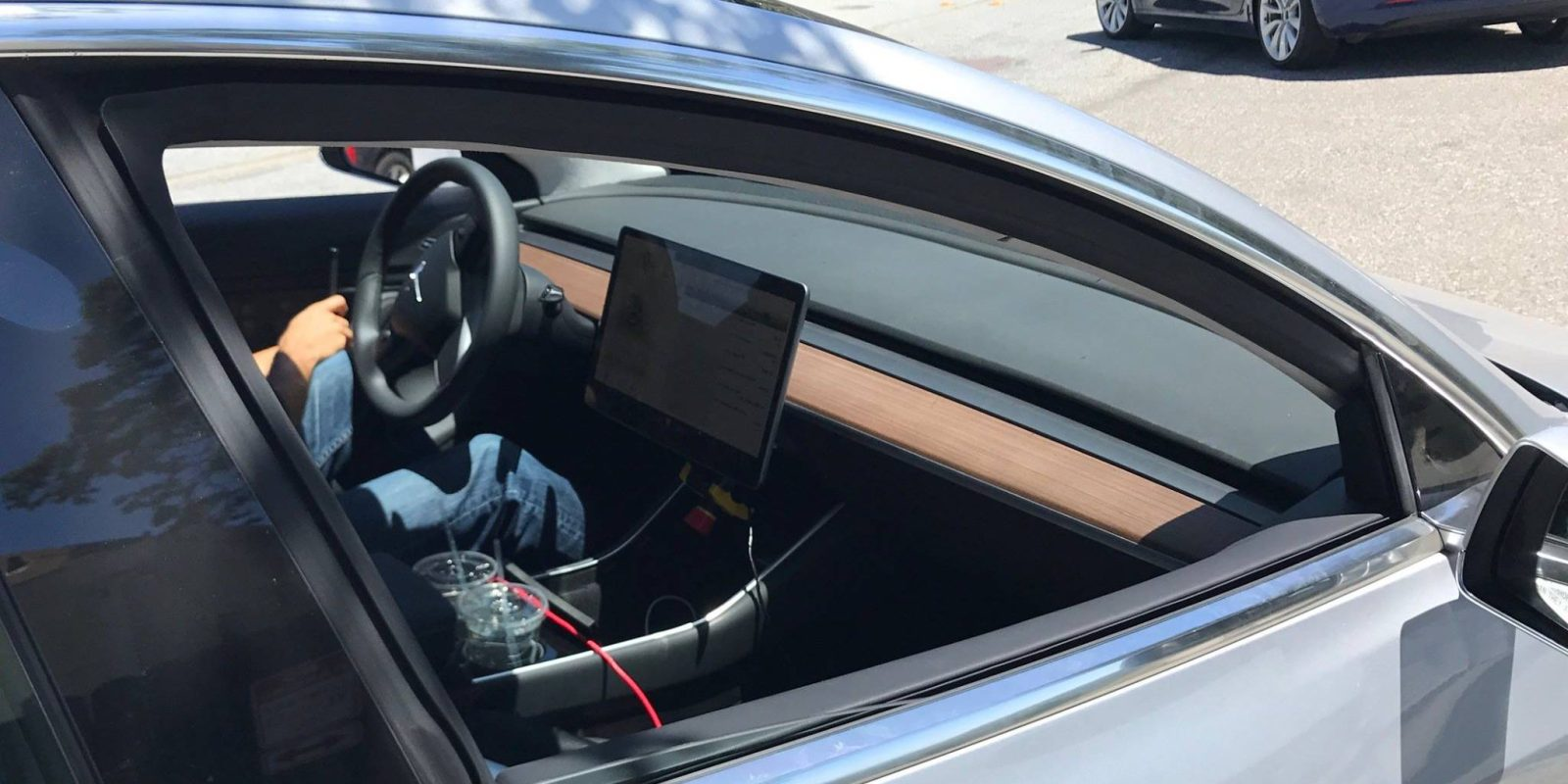 Tesla Model 3: best look at the interior and Model 3's unique