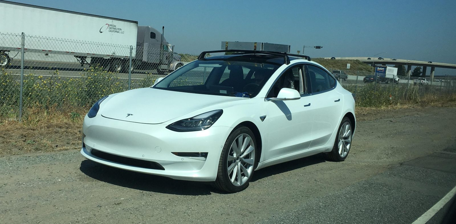 tesla model 3 spotted testing with roof racks electrek. Black Bedroom Furniture Sets. Home Design Ideas