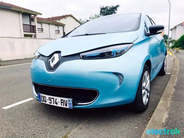 25 Renault Zoe Blue Turquoise Frontal view blue Electric Vehicle Battery Powered Green Electrek Best Selling EV Europe - 121