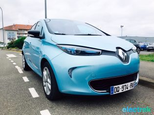 27 Renault Zoe Blue Turquoise Electric Front Design Vehicle Battery Powered Green Electrek Best Selling EV Europe - 123