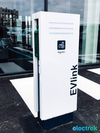 32 Renault Zoe Charger Electric Vehicle Battery Powered Green Electrek Best Selling EV Europe - 101