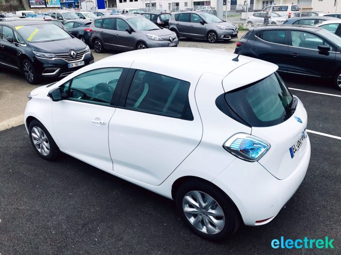 4 Renault Zoe White 5 door sideview Electric Vehicle Battery Powered Green Electrek Best Selling EV Europe - 108