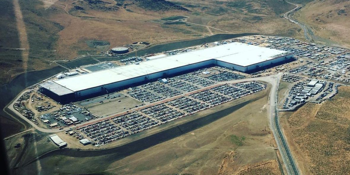 Tesla Gigafactory 1: new aerial shot shows lots of ...