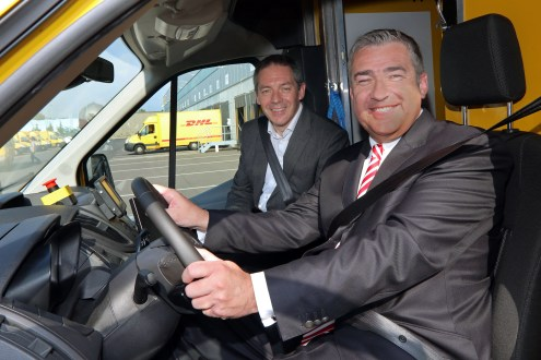 Köln, 16.08.2017 - Vorstellung des E-Transporters StreetScooter WORK XL durch Jürgen Gerdes, (rechts, Konzernvorstand Post - eCommerce - Parcel von Deutsche Post DHL Group) und Steven Armstrong, Group Vice President and President Europe, Middle East and Africa Ford Motor Company. --- Foto: Ford/Friedrich Stark