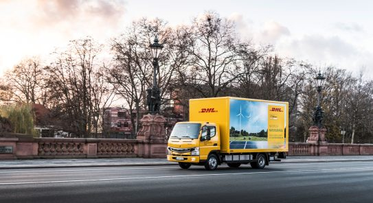 FUSO eCanter Kundenübergabe, 14. Dezember 2017, Berlin. Technische Daten: Exterieur, E-Motor PMSM , sechs Hochvolt-Lithium-Batterien mit je 13,8 KWh und 360V nominaler Spannung, Standard-Fahrerhaus mit drei Sitzplätzen, Leergewicht: 3,2 t, Nutzlast: bis zu 3,5 t, Reichweite: größer 100 km Customer Handover FUSO eCanter Fleet, 14 December 2017, Berlin. Technical Data: Exterior, AC synchronous electric motor, six 360 V and 13,8 KWh lithium-ion batteries, standard cab with three seats, curb weight: 3.2 t, payload: up to 3.5 t, range: greater 100 km