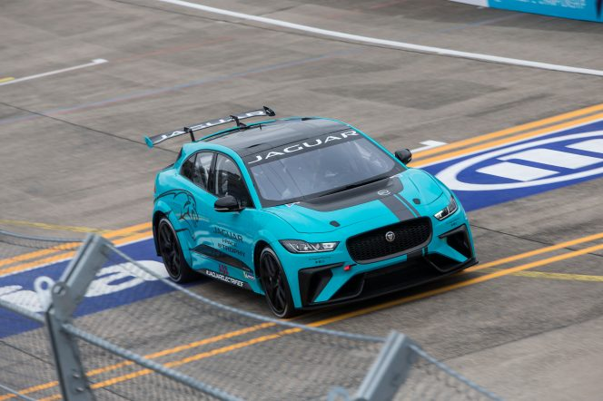 Jaguar_I-PACE_eTROPHY_Global_Debut_10