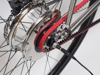 Nua_electrica_titanium_ebike_electric_commuter_zehus_motor_plugged_detail_w1024