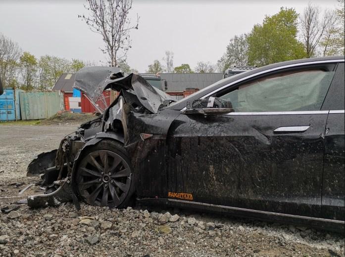 Tesla Model S crash Autopilot 7