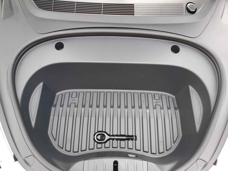 Tesla-Model-3-new-frunk-2.jpg