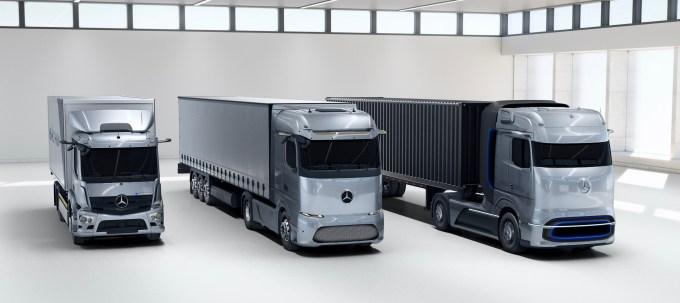 Mercedes-Benz вярва, че общите разходи за собственост (TCO) на работещи електрически камиони с батерии могат да бъдат същите като дизеловите камиони само след четири години.
