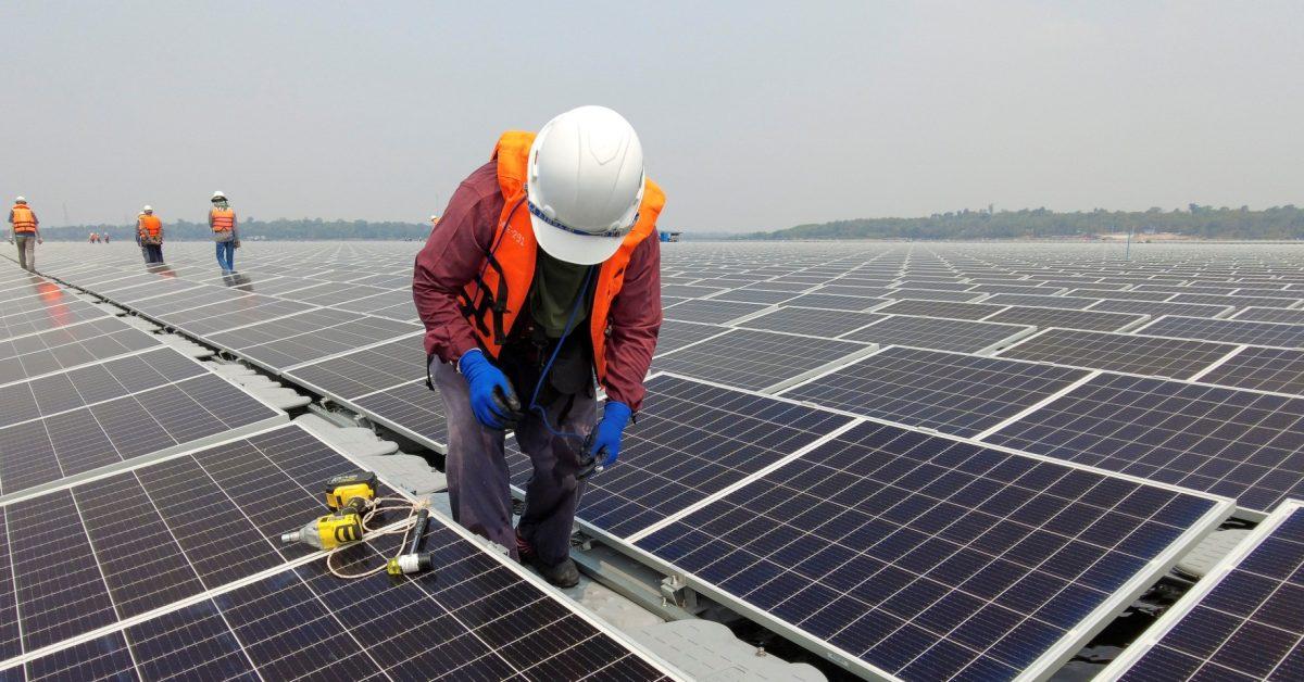 Thailand builds a huge floating hydro-solar farm - Electrek