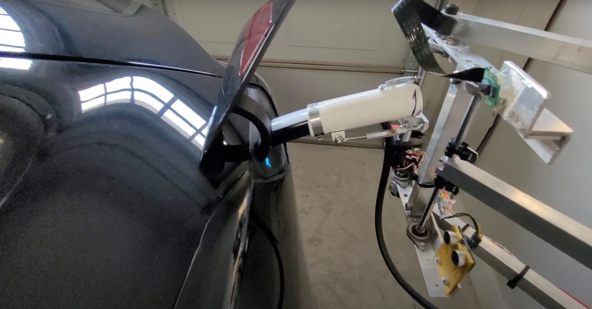 Here's what happened when a Tesla owner built a robot to plug in his car - Electrek