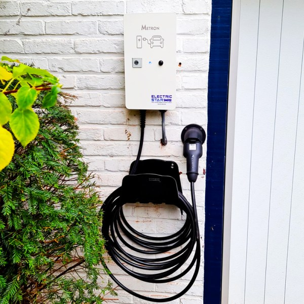 EV charging station with cable (up to 7.4kW)