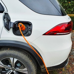 Mercedes EV charging recharge VE - About us