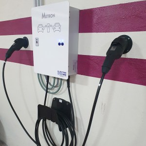Double borne de recharge avec câbles (2 x 3,7kW)