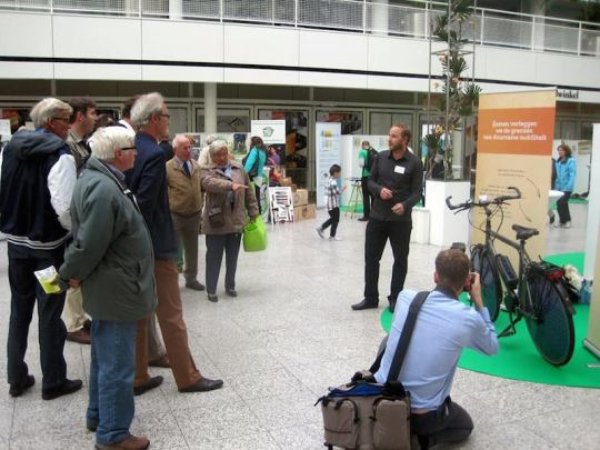 dutch solar electric bike crowd