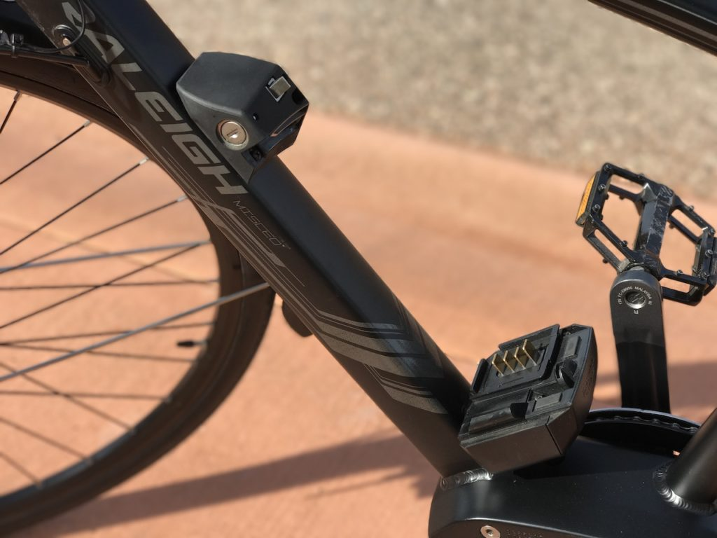 raleigh-misceo-ie-sport-electric-bike-battery-mount