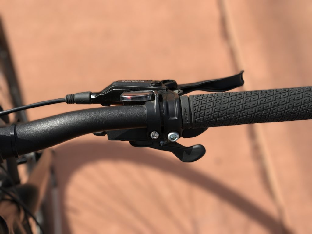 raleigh-misceo-ie-sport-electric-bike-brake-lever-shifter