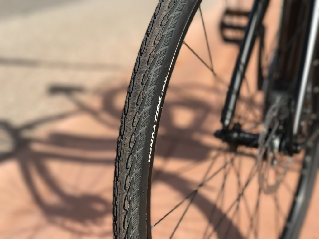 raleigh-misceo-ie-sport-electric-bike-kenda-tire