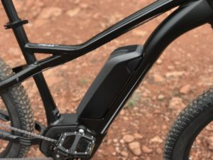 izip-e3-peak-electric-mountain-bike-downtube-bosch-battery