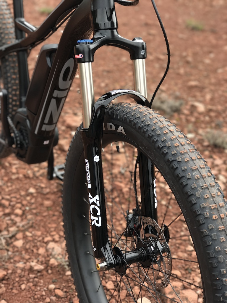 izip-e3-peak-electric-mountain-bike-suspension-fork