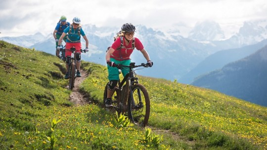 eBike Trips & Tours: Mallorca, eMTB in the Alps, Cotswolds, Germany, France, Albania, Macedonia, Vietnam & Cambodia [VIDEOS]