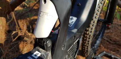 The rear shock is tucked behind this mud guard