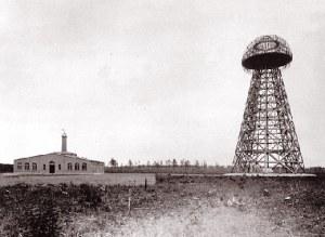 Tesla: electricidad sin cables. Foto antigua de la torre de Wardenclyffe.