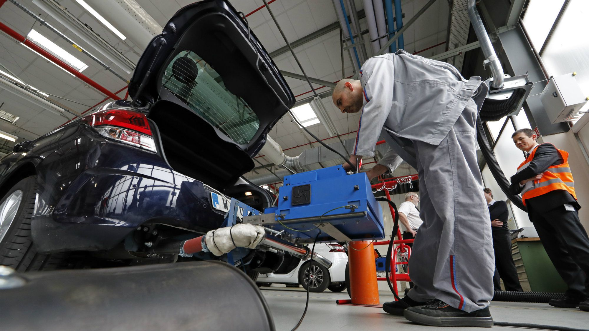 All the creative ways carmakers manipulate emissions tests—that we know about — Quartz